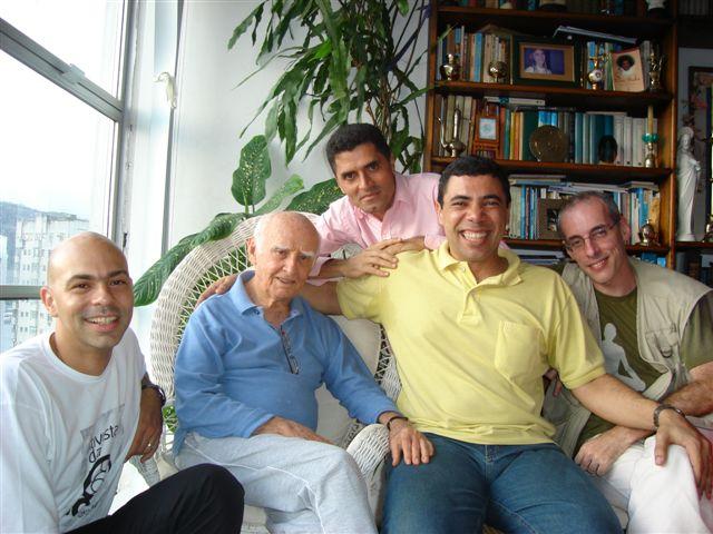 Vitor em momento de troca entre alguns dos principais alunos de Hermógenes, da direita para a esquerda, Luis Mário, Palmerim e Léo.